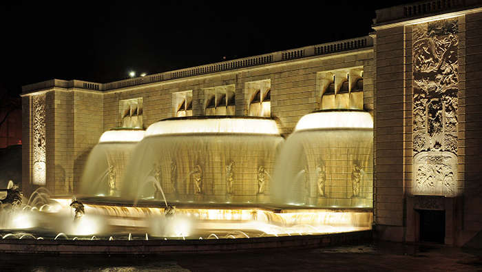 Philips fountain lighting turns Fonte Monumental into an outstanding landmark in the night
