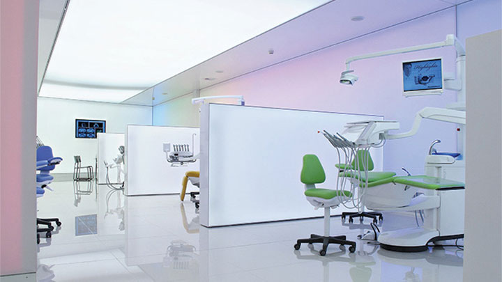 Philips exhibition lighting, which utilizes surface light, brings a modern and stylish ambience to Planmeca
