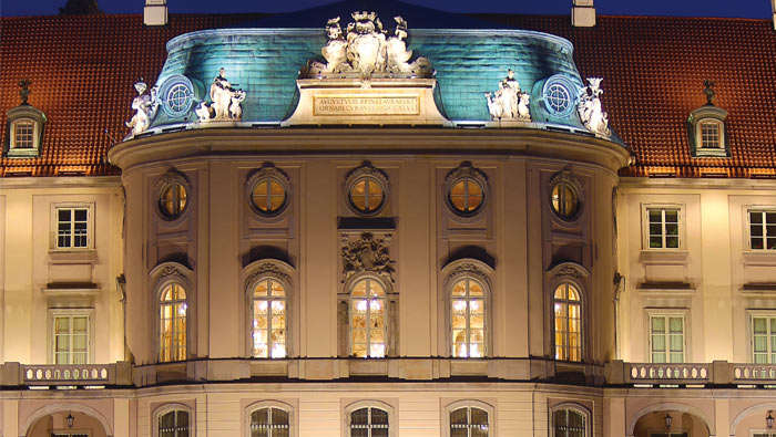 Attractive lighting make Royal castle at Poland to stand out