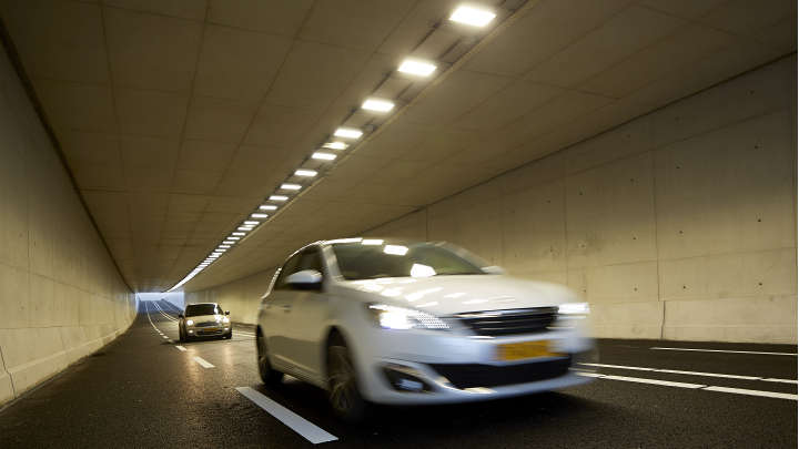 Keep track on a safe and healthy lighting installation | Smart lighting for tunnels