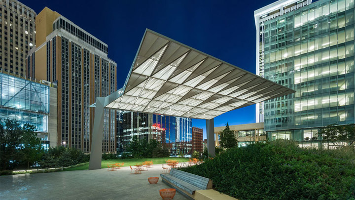 Atmosphere lighting at SandRidge Commons, Oklahoma City, Oklahoma, USA | Urban open space lighting